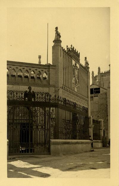 Toledo - Fachada de la Escuela de Artes.-.