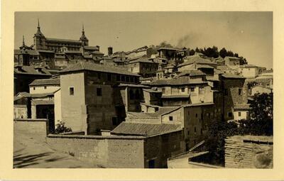Toledo - Vista del Alcázar desde la plaza de don Fernando.-.
