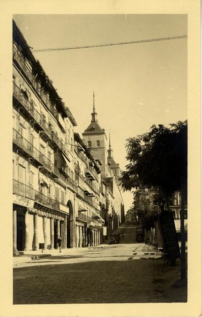 Toledo - Vista de la plaza de Zocodover y el Alcázar.-.
