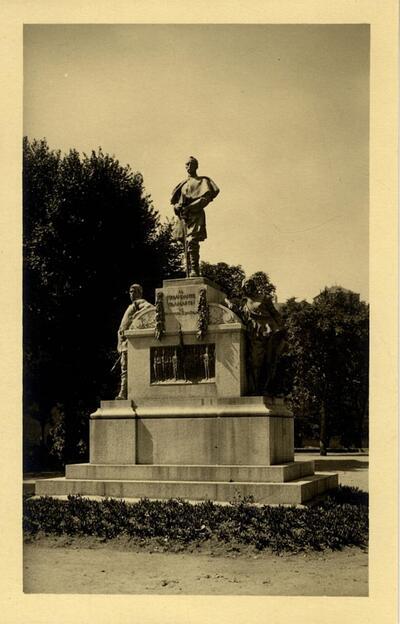 Toledo - Monumento al comandante Villamartín en el paseo de Merchán.-.