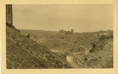 Toledo - Vista del castillo de San Servando.-.