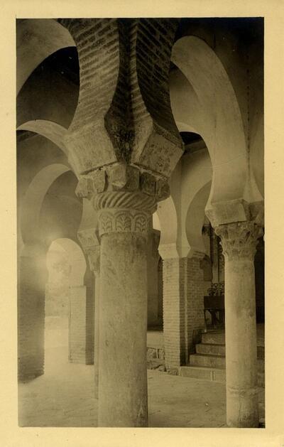 Toledo - Interior de la mezquita del Cristo de la Luz.-.