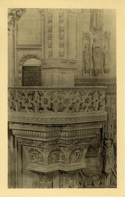 Toledo - San Juan de los Reyes. Púlpito de la iglesia.-.