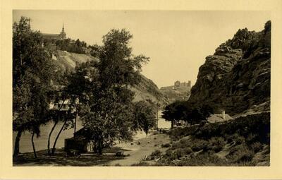 Toledo - Vista del castillo de San Servando y la Casa del Diamantista.-.