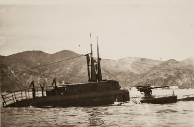 The submarine emerges | Sommergibile