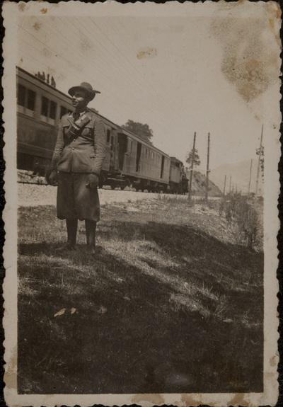Soldier next to a train | Soldato vicino al treno