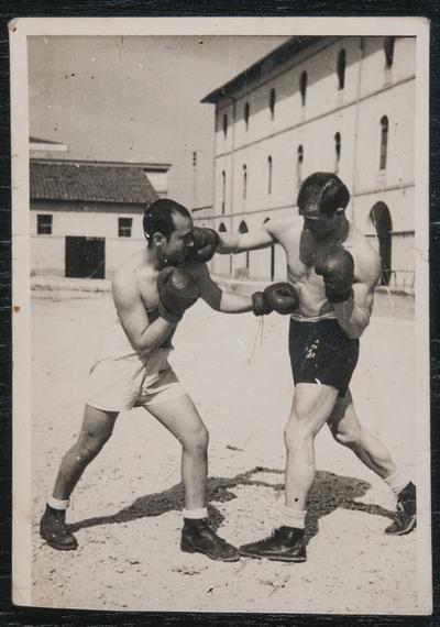 Boxing in the barracks | Pugilato in caserma
