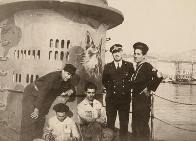 Part of the crew portraited on the submarine | Foto di parte dell'equipaggio del sommergibile