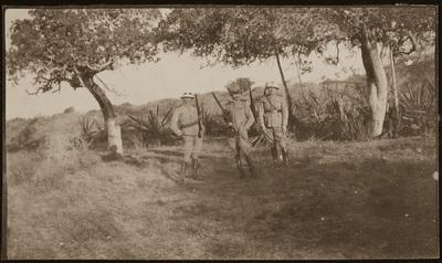 Three soldiers with rifles and ammo | Tre soldati con fucili e munizioni
