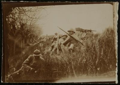 Soldiers in a field | Soldati in un campo