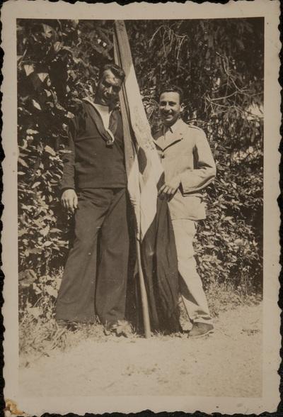 Two men with the Italian flag | Due uomini con la bandiera dell'Italia