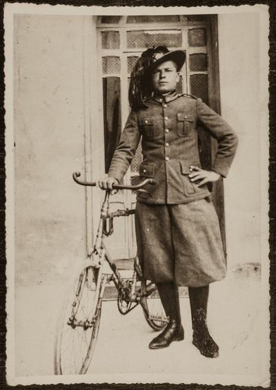 Bersaglieri (rifle regiment still active in Italy) | Bersaglieri, sempre di corsa. Adolfo Montagnani al servizio militare