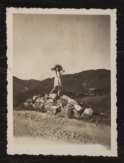 Portrait of a girl  | Ritratto di giovinetta in campagna