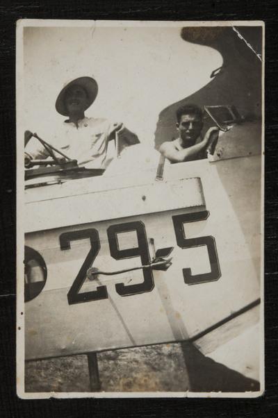 Primo Capannini on an aircraft at Pontedera (Pisa) airport  | Primo Capannini ritratto su un veivolo presso l'aeroporto di Pontedera (Pisa)