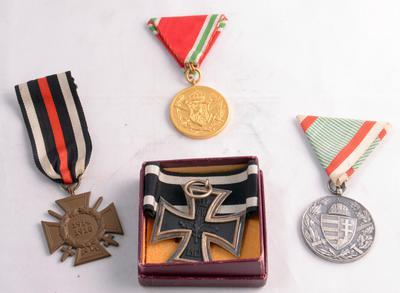 Bulgarische, ungarische und deutsche Kriegserinnerungsmedaillen, bulgarische Verleihungsurkunde und EKII von Oskar Stäbel