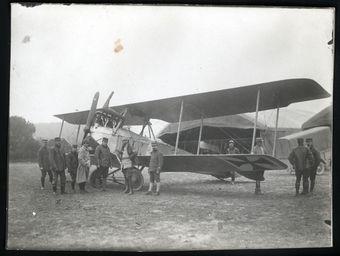 FRAD048-018 Aviation et artillerie, deux armes pour une même famille