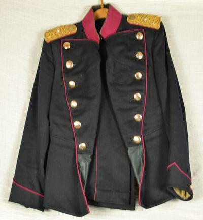 Uniform og krigsvåben fra soldat i reserven