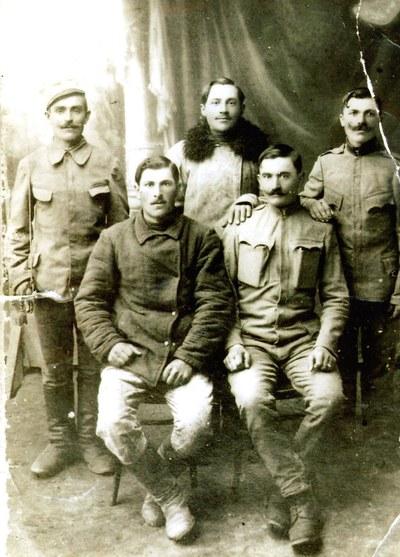 Fotografie reprezentându-i pe câțiva săteni din Frata care au participat la Primul Război Mondial