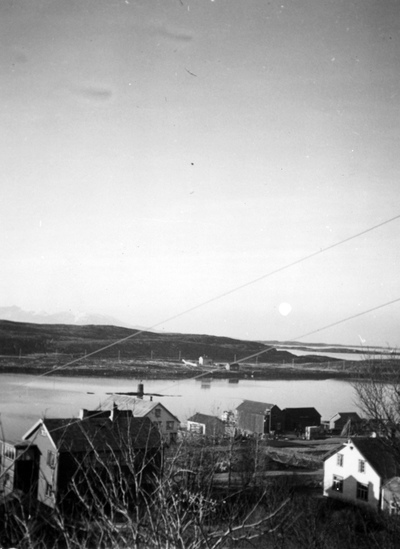 Sørbyen - Belsby-gården til nord for Ø. Marsdalbrygga