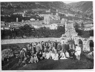 Gruppo a Gubbio. Capitini in alto a sinistra