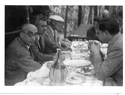 Capitini e Binni a tavola con 3 persone
