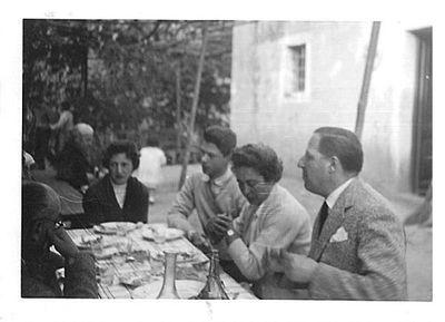 Capitini a tavola con 4 persone