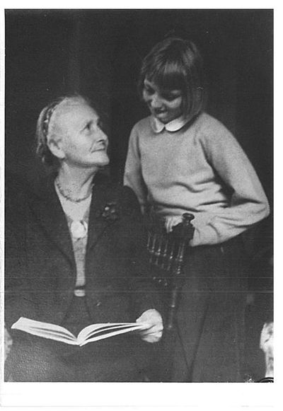 Emma Thomas con bambina