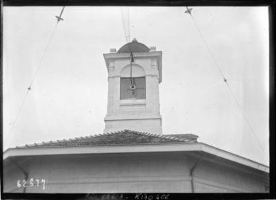 Antenne à l'entrée du poste [émetteur TSF Lafayette, Croix d'Hins, Gironde] : [photographie de presse] / [Agence Rol]