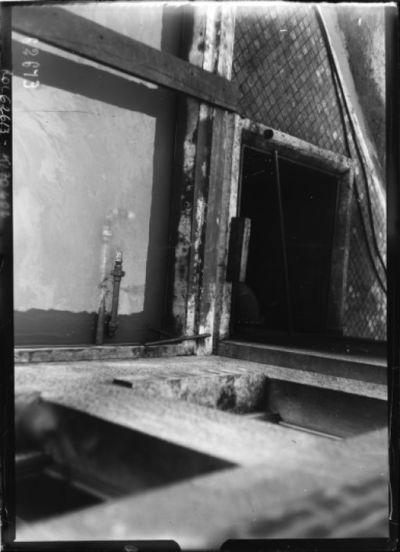 Réfrigérants d'huile et bassin d'échappement de la fumée [sur le site de l'émetteur Lafayette, Croix d'Hins, Gironde] : [photographie de presse] / [Agence Rol]