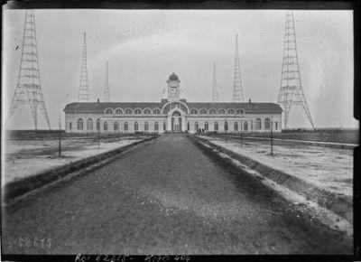 Bâtiment central de la TSF [émetteur Lafayette, Croix d'Hins, Gironde] : [photographie de presse] / [Agence Rol]