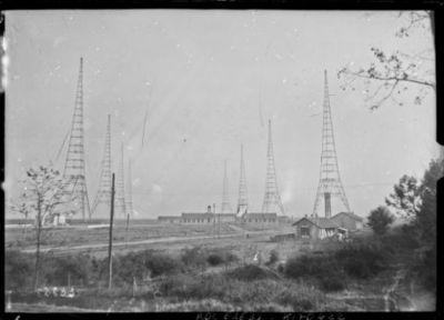 Vue générale de la station de TSF [site de l'émetteur TSF Lafayette, Croix d'Hins, Gironde] : [photographie de presse] / [Agence Rol]