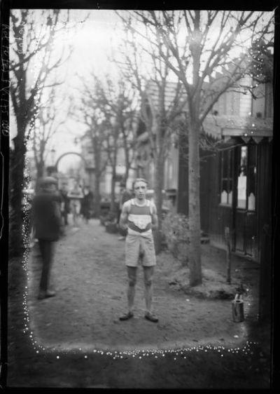 18-12-21, Argenteuil, cross d'entraînement de l'Intran[sigeant], le gagnant, Cuvillier : [photographie de presse] / [Agence Rol]