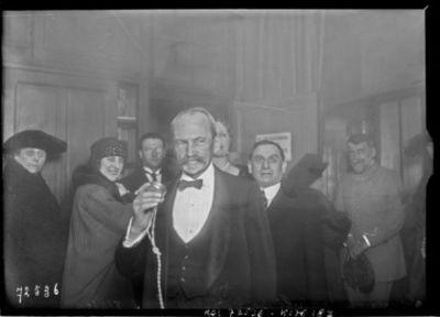 Concert à la la Tour Eiffel par TSF, [le ministre de l'hygiène Paul] Strauss, 7/3/22 : [photographie de presse] / [Agence Rol]