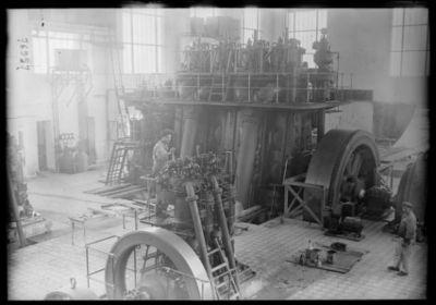 Motor Diesel 1800 HP [intérieur de la station de T.S.F. de Sainte-Assise] : [photographie de presse] / [Agence Rol]