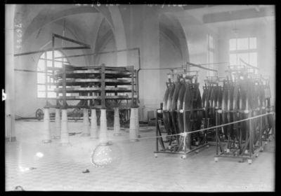 2-8-22, station de Ste Assise, Teslas [turbines de Tesla] de la station transcontinentale : [photographie de presse] / [Agence Rol]
