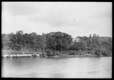 Vue générale [la Seine, le château et la station de T.S.F. de Sainte-Assise] : [photographie de presse] / [Agence Rol]
