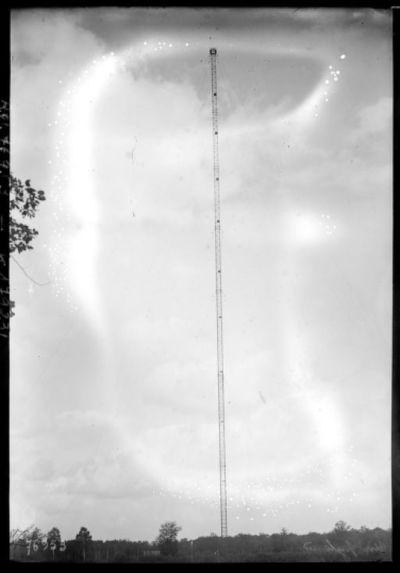 Un pylône [de la station de T.S.F. de Sainte-Assise] : [photographie de presse] / [Agence Rol]