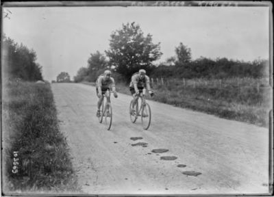 15-8-25, critérium des Aiglons, Ville et Flottat après Bourges : [photographie de presse] / [Agence Rol]