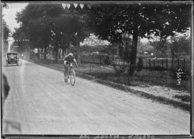 15-8-25, critérium des Aiglons, [Adelin] Benoit avant Bourges : [photographie de presse] / [Agence Rol]