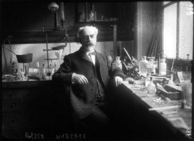 [M. Gabriel Lippmann, dans son laboratoire de la Sorbonne] : [photographie de presse] / [Agence Rol]
