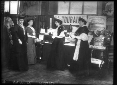 [Exposition des petites industries rurales : la Touraine, mars 1908] : [photographie de presse] / [Agence Rol]