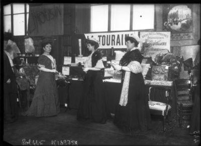 [Exposition des petites industries rurales], la Touraine [mars 1908] : [photographie de presse] / [Agence Rol]