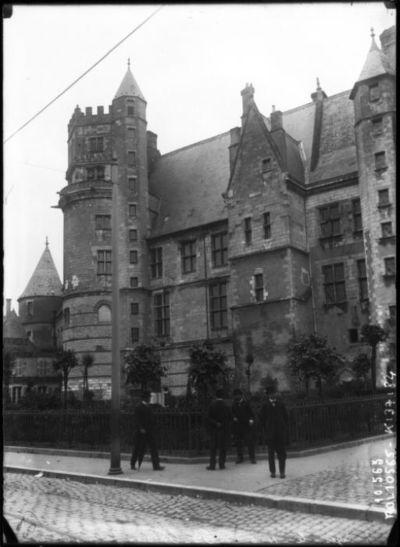 Bourges le 11-6-1910, Palais Jacques-Coeur : [photographie de presse] / [Agence Rol]