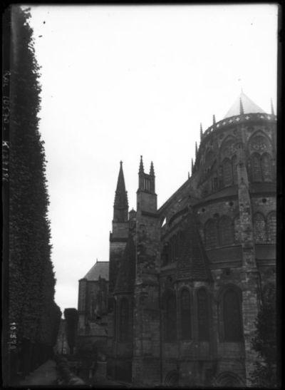 Bourges le 11-6-1910 [cathédrale Saint-Etienne] : [photographie de presse] / [Agence Rol]