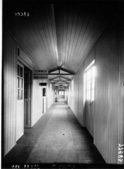 Hôpital Edith Carell : institut de Puériculture : couloir : [photographie de presse] / Agence Meurisse