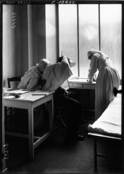 Le dispensaire du 54, avenue Secretan (19°), la consultation : [photographie de presse] / Agence Meurisse