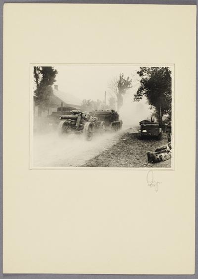 Militärfahrzeug und Flugabwehrkanone