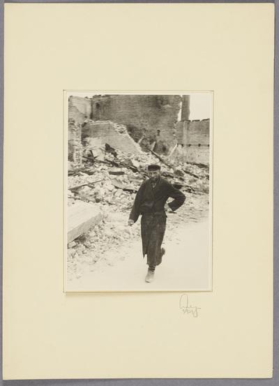 Polnischer Jude im zerstörten Zwoleń