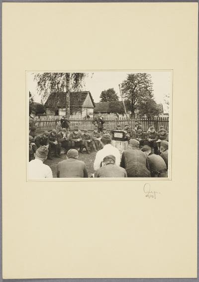 Soldaten hören Hitler-Rede Adolf in Antoniówka