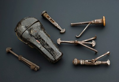 Dental instruments used for tooth pulling, France, 1700-1800